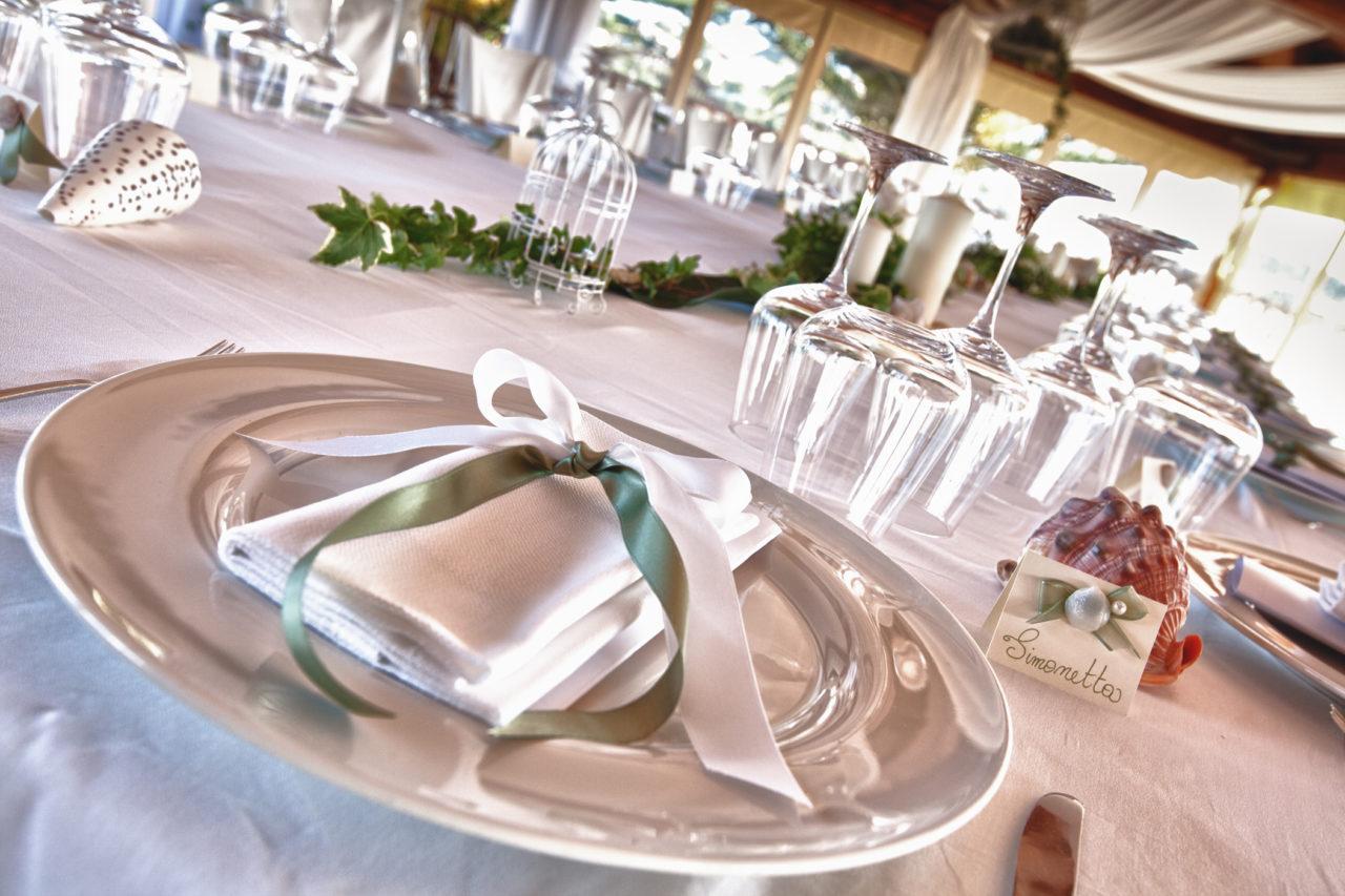 Piatto decorato a festa per matrimonio. Foto scattata da Giuseppe Ortu fotografo esperto in matrimoni a Olbia